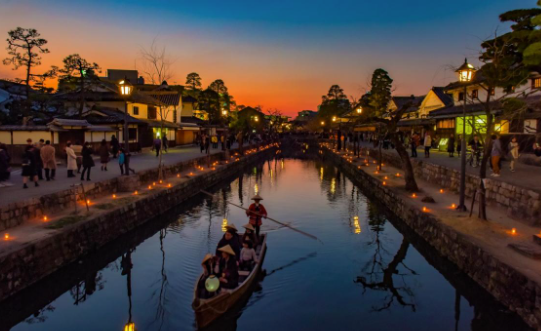 Kurashiki famous for its cannel and white walls