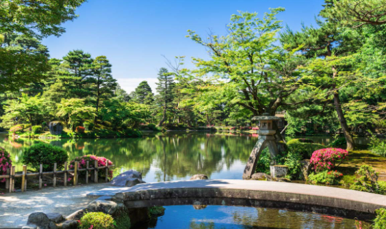 Kenroku-en garden is said to be one of the three beautiful gardens in Japan.